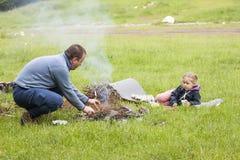 Vater und Tochter im wilden Stockfotos