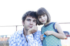Vater- und Tochterlächeln Stockfoto