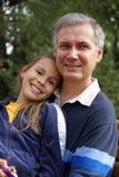 Vater- und Tochterunterhaltung lizenzfreies stockfoto