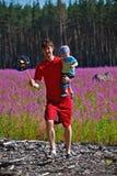 Vaterspiel mit Sohn Stockfoto