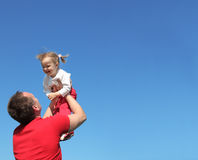 Vaterspiele mit Tochter stockfotografie