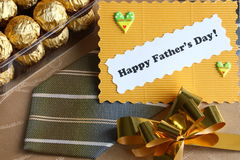 Vatertags-Karte und Geschenke - Foto auf lager Lizenzfreies Stockbild