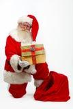 Vaterweihnachten, das Geschenk gibt stockbild
