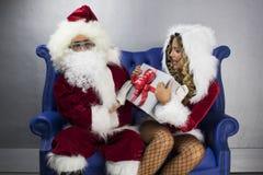 Vaterweihnachten und Frau Klaus Lizenzfreies Stockfoto