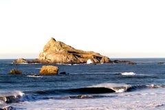 Vatgolf het Breken voor Rocky Island Stock Afbeeldingen