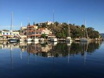 Vathi som seglar liten port Grekland Fotografering för Bildbyråer