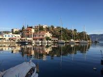 Vathi som seglar liten port Grekland Arkivbilder