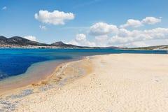 Vathis沃洛斯海滩安提帕罗斯岛,希腊 免版税库存照片