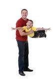 Vati hält seinen Sohn in seinen Armen lizenzfreies stockfoto