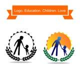 Vati holt oben ein Kind firmenzeichen Ein einfaches Logo über Bildung und Kindheit Stockbilder