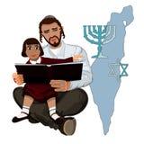 Vati liest das Talmud-Kind, das auf Händen sitzt Lizenzfreie Stockfotografie