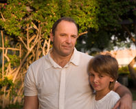 Vati und Sohn. Stockbilder