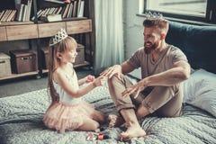 Vati und Tochter lizenzfreies stockbild