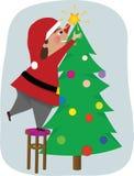 Vati verziert den Weihnachtsbaum Stockfotos