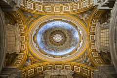 Intérieur de la cathédrale de St Peter, Ville du Vatican. l'Italie Image libre de droits