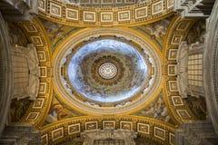 Inre av Sts Peter domkyrka, Vatican City. Italien Royaltyfri Bild