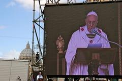 Installation för Pope Francis I samlas Arkivfoto