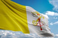 Vatican City nationsflagga som vinkar illustrationen 3d för bakgrund för blå himmel den realistiska Royaltyfri Illustrationer