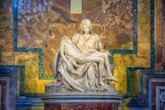 VATICAN CITY ROME-JUNE 14: St Peters Basilica en av holien Royaltyfri Foto