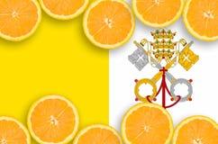 Vatican City State flagga i citrusfruktskivahorisontalram royaltyfria foton