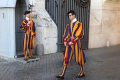 Vatican City Vaticanen, Rome, Italien - April 10, 2016: Berömda Swis Arkivfoton