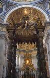 Vatican dentro de Baldacchino Roma Italy de Bernini foto de stock royalty free