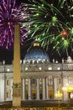 vatican Feux d'artifice de célébration au-dessus de la place d'un St Peter rome l'Italie image stock