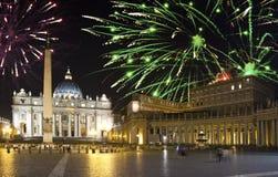 vatican Feux d'artifice de célébration au-dessus de la place d'un St Peter rome l'Italie photographie stock libre de droits