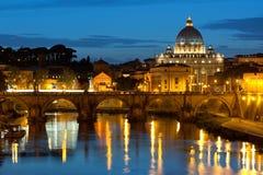 Vatican på natten Arkivfoto