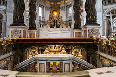 VATICAN - SEPTEMBER 25: Interior of Saint Peters Basilica Royalty Free Stock Images