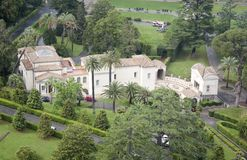 Vaticanen arbeta i trädgården flyg- sikt Arkivfoton