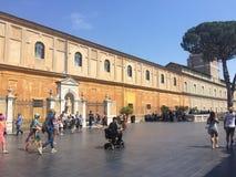 Vaticanen - ett heligt ställe, hjärtan av kristen kultur och religion royaltyfria foton