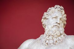 VATICANEN - FEBRUARI 23, 2015: Forntida byst av Zeus det iVatican museet i Rome arkivfoton