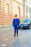 VATICANEN ITALIEN - JUNI 13, 2015: Schweizisk vakt med den trevliga blåa enhetliga yttersidan i Vaticanengator, trevlig likformig Fotografering för Bildbyråer