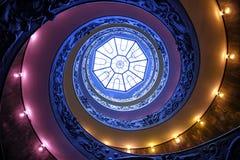 VATICANEN - MARS 20: Spiral trappa av Vaticanenmuseerna i Va Royaltyfria Bilder