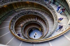 VATICANEN - MARS 20: Spiral trappa av Vaticanenmuseerna i Va Royaltyfri Foto