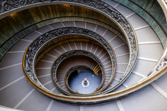 VATICANEN - MARS 20: Spiral trappa av Vaticanenmuseerna i Va Royaltyfri Bild