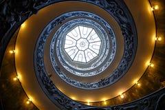 VATICANEN - MARS 20: Spiral trappa av Vaticanenmuseerna i Va Arkivfoto