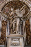 VATICANO - 25 DE SETEMBRO: Interior de Saint Peters Basilica Fotos de Stock Royalty Free