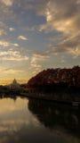 Vaticano - una visión desde un puente sobre el río de Tíber, Italia Foto de archivo
