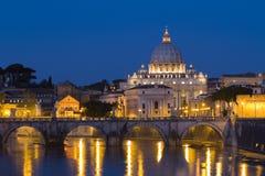Vatikaan bij nacht Stock Foto