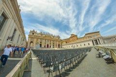 Vatikaan, ITALIË - JUNI 01: St Peter Basiliek bij de stad van Vatikaan, Italië op 01 Juni, 2016 Royalty-vrije Stock Afbeeldingen
