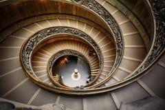 VATIKAAN - MAART 20: Spiraalvormige treden van de Musea van Vatikaan Stock Afbeeldingen