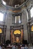 VATIKAAN - SEPTEMBER 25: Binnenland van Heilige Peters Basilica Stock Afbeeldingen