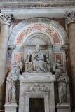 VATIKAN - 25. SEPTEMBER: Innenraum des Heiligen Peters Basilica Lizenzfreie Stockfotos