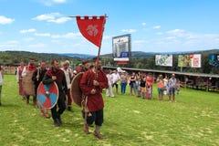 Vatra,摩尔多瓦 2015年6月28日 节日标记中世纪天空 历史的俱乐部 免版税库存图片