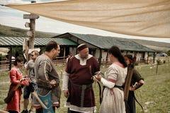 Vatra,摩尔多瓦 2015年6月28日 节日标记中世纪天空 未认出 免版税库存图片