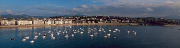Vatten av det Cantabrian havet i staden av Donostia Royaltyfri Fotografi
