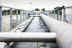 Vatten för avloppsvattenbehandling som pumpar stationen Arkivfoton
