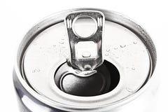 vatten för closeup för aluminum can isolerat droppar Royaltyfri Bild